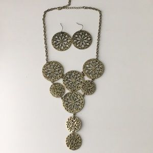 Brush gold necklace set